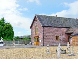 THE HINKS FARM COTTAGE, luxury conversion, superb en-suite, romantic retreat in Lilleshall Ref 18269 - Shropshire vacation rentals