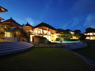 Huge Luxury Villa Margaret with Indian Ocean View, Nusa Dua