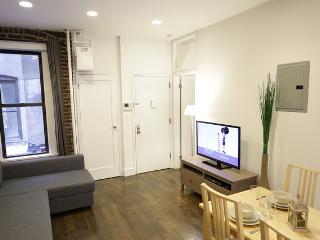 CHELSEA 8TH AVENUE 1: 2BR/1BA in the heart of NYC!, New York