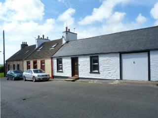 DUNVENDIN pet-friendly cottage with an enclosed garden, in Isle of Whithorn, Ref 17162