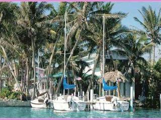 Conch Key Bayfront 2 BR cottage with 23' Sailboat