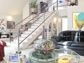 Stunning Luxury Townhome in Museum Dist-SPECIALS$$, Houston