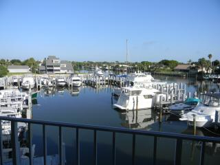 2 Bedroom Condo With Sunsets and Manatees!, Vero Beach