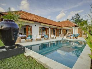 Cozy Sunset Villa Kenzo 5 minutes from Seminyak - Seminyak vacation rentals