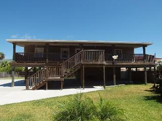 3 Bedroom 2 Bath home right next to the city pool with plenty of boat parking, Port Aransas