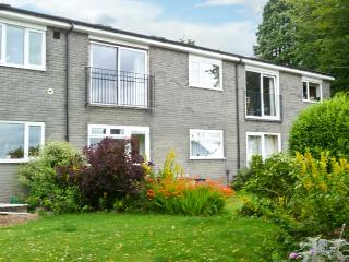 BAYTREE APARTMENT, lovely views, scenic walks, with off road parking and a garden, in Grange-over-Sands, Ref 18913