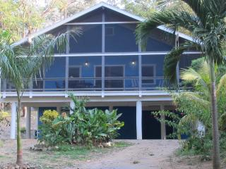 La Casa Azul West Bay Beach 3 Bedroom Home, Roatan