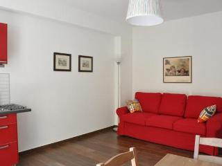 New, great location close to all transport, Como