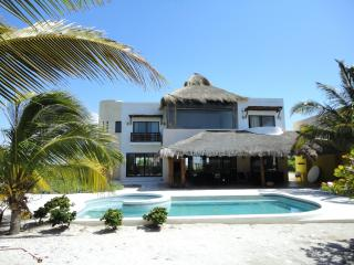 CASA VERA GREAT OCEAN FRONT RESIDENCE WITH POOL, Telchac Puerto