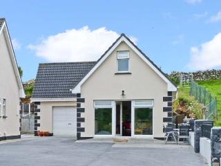 RADHARC NA HOILLEANN, is a cottage near to Connemara National Park, with a shared garden, near Oughterard, Ref 13242 - Oughterard vacation rentals