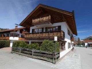 LLAG Luxury Vacation Apartment in Mittenwald - 592 sqft, quiet, central, cozy (# 3177)
