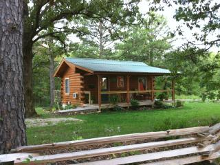 Jack's Log Cabin with Hot Tub near Meramec River, Steelville