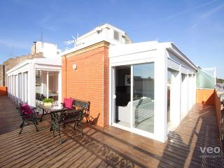 Alcazar Penthouse. 2-bedroom for 8 with terrace, Seville