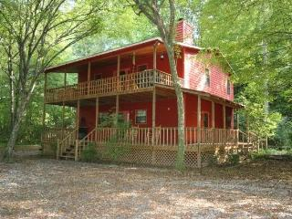 Secluded Romantic Creekside Cabin on three acres, Mineral Bluff