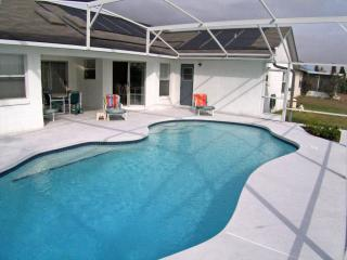 Highly Recommended 3 Bed, 3 Bath Villa, Davenport