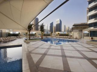 Stylish 4 Bed Apartment on Dubai Marina & JBR Walk, Dubái