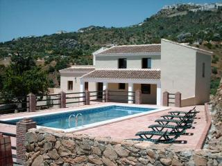 Villa Los Poyatos 5 bedrooms Htd pool sleep17 pers, Comares