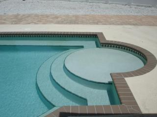 Lounging steps and benches in the pool