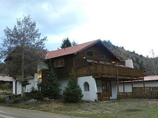 Luxury Chalet - HOT TUB-near ski area! 4th nt FREE, Red River