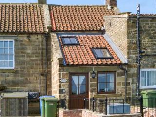 HOLME COTTAGE, character features, WiFi, multi-fuel stove, dog-friendly cottage in Ugthorpe, Ref. 23126