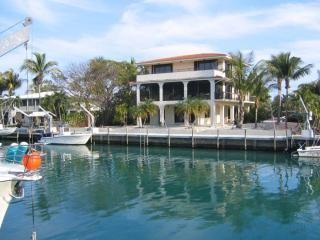 Three story home 100 feet deep water dock big pool, Islamorada