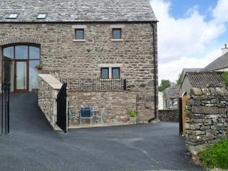 GREYSTONES, welcoming cottage, with three bedrooms, close to canal, ideal touring base, near Milnthorpe Ref 13965