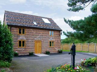 THE OLD CIDER MILL, character cottage near Ludlow, patio, near walks, in Caynham Ref 16683