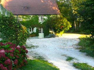 Charming 3 bedroom house for 7 people near Beaune, Corgoloin
