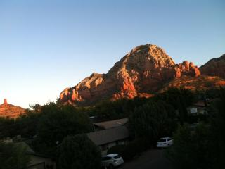 Cabin in Sedona!, Views Galor, Steps to HIKING!!!
