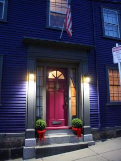 Front door, the Thomas Osgood House, built in 1799