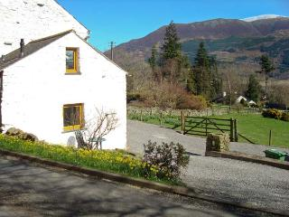 WREN'S NEST, barn conversion near Keswick, patio, stunning views, in Thornthwaite, Ref 18408
