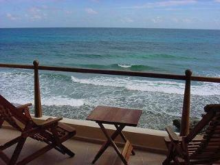 Seacliff-Oceanfront, Close to Town, Comfortable, Isla Mujeres