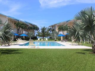 1B Condo on SevenMileBeach - CaymanReefResort #17, Seven Mile Beach