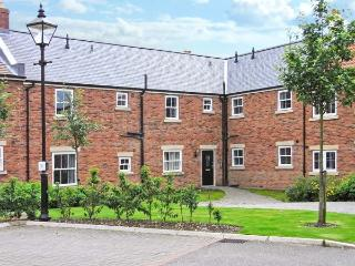 BLUE WATERS, on-site facilities, off road parking, communal gardens, in Filey, Ref 17276