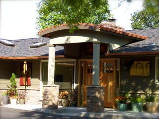 Augusta House Bed & Breakfast and Vacation Rental, Eugene