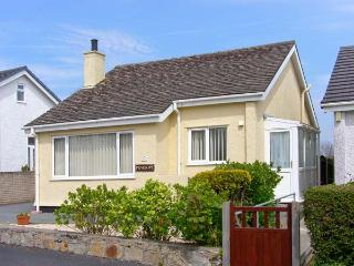 PENELOPE all ground floor, family-friendly near to beach in Benllech Ref 12974
