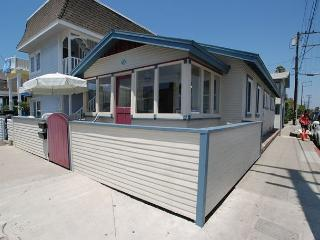 Charming 2 Bedroom Newport Beach Bungalow, Close to Beach! (68334)