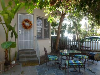 $79/per night  3 minuts/ To Downtown/ Convention ct, San Diego