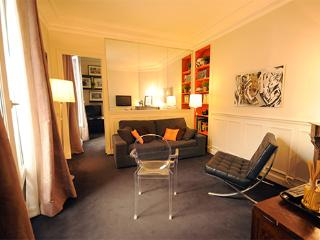 Latin Quarter Vacation Rental in Paris on rue Claude Bernard, París