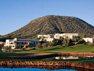 Elegant condo with resort pool, A/C, views, golf, Sedona