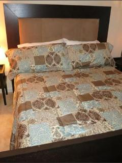 Guest Bed with Full Bath