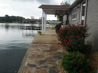 Vacation rental home on Wilson Lake in Florence AL - Alabama vacation rentals