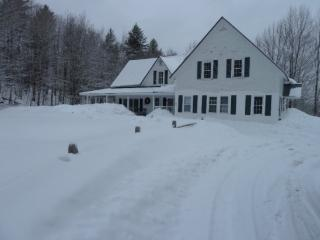 The White House - Seven Bedroom Private Vermont Country Home with Outdoor Hot Tub!, Killington