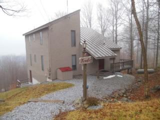 3 Bedroom Plus Loft Private Killington Home - Walk To The Home Stretch Trail! Great Views! (sleeps 10) WiFi, Gas Burning Firepla - Killington vacation rentals