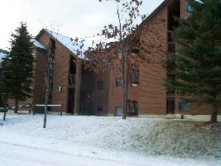 Pico Resort Slopeside Condo Unit E304 - Two Bedroom plus Loft Two Bathrooms Walk to Lift & Ski Home To Your Back Door! Sports Center on Premises!, Killington