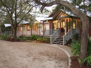 Honeymoon Cottage at the Landing Resort, Steinhatchee