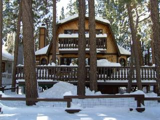 Pilot's Chalet in Big Bear - Close to the Lake, Big Bear City