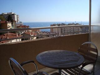 Delightful Studio with a Fantastic Sea View, Just Minutes to Monte Carlo, Beausoleil