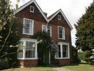 Elegant Victorian house, sleeps 11, tennis court, Iden