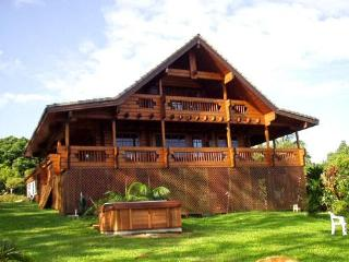 Maui Chalet - tropical North Shore private retreat, Haiku